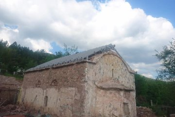 Укрепване на покрив на църква